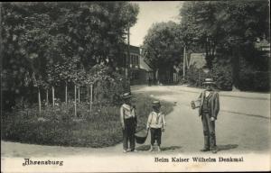 Ak Ahrensburg bei Hamburg, Beim Kaiser Wilhelm Denkmal, Kinder mit Korb