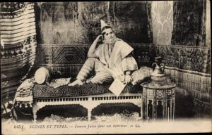 Judaika Ak Scenes et Types, Femme Juive dans son interieur