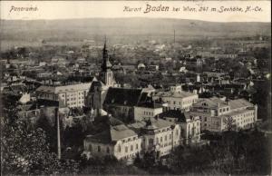 Ak Baden bei Wien in Niederösterreich, Panorama vom Ort mit Seehöhe