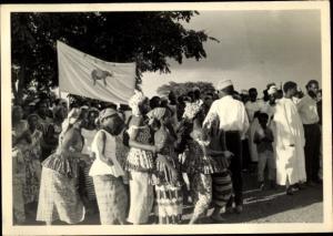 Foto Ak Kindia Guinea, Manifestation Défilé de Femmes