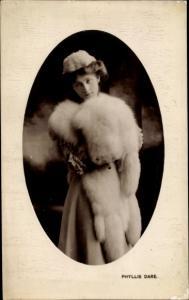 Ak Schauspielerin Phyllis Dare, Fuchspelz