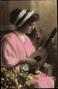 Ak Frau mit Laute, Portrait