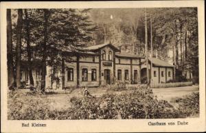 Ak Bad Kleinen in Mecklenburg Vorpommern, Gasthaus von Dube, Vorderansicht, Wald