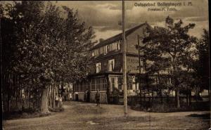 Ak Ostseebad Boltenhagen, Pension H. Frilck, Außenansicht, Gruppenportrait der Gäste