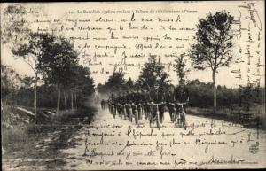 Ak Le Bataillon cycliste, Fahrradbataillon, französische Soldaten