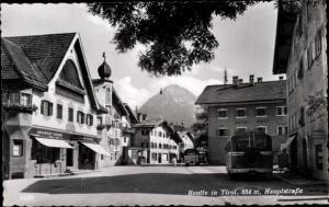 Ak Reutte in Tirol, Hauptstraße, Friseur Adalbert Singer, Hotel Post, Linienbusse