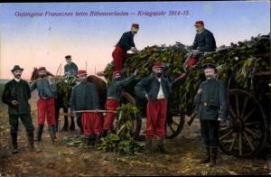 Ak Gefangene Franzosen beim Rübenverladen, Kriegsgefangene, I. WK