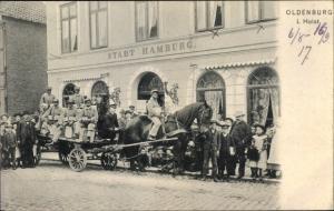 Ak Oldenburg in Holstein, Hotel Stadt Hamburg, Pferdefuhrwerk, Anwohner