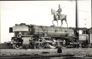 Foto Ak Denkmal für die Opfer des Strukturwandels, Dampflokomotive, Reiterstandbild, April 1962