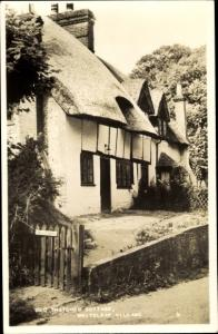 Ak Whiteleaf Village South East England, Old Thatched Cottage