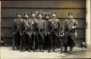 Foto Ak Französische Soldaten, Gruppenbild, Ausrüstung, Uniform