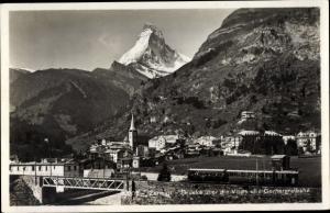Ak Zermatt Kanton Wallis Schweiz, Brücke über die Vispa, Gornergratbahn