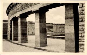 Ak Konzentrationslager Buchenwald bei Weimar, Ringgrab 3 von der Straße der Nationen aus gesehen