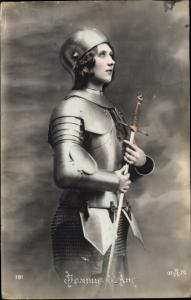 Ak Jeanne d'Arc, Frauenportrait in Rüstung, Patriotik