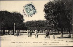 Ak Bray sur Seine Seine et Marne, Ancienne Place d´Armes, Place Gambetta