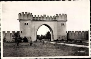 Ak Augerville Loiret, Entrée du Château des Tourelles