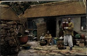 Ak China, The Home of a Chinese Peasant with Family, Chinesen