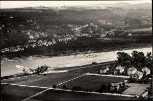 Foto Walter Hahn, Kunstflugzeug D-2264, Fliegeraufnahme mit Panorama von Dresden Klotzsche