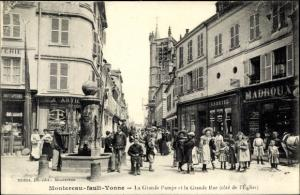 Ak Montereau Fault Yonne Seine et Marne, La Grande Pompe et la Grande Rue, Commerces