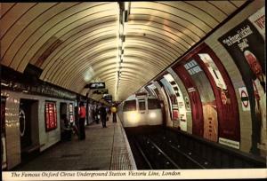 Ak London City, Oxford Circus Underground Station Victoria Line, U Bahn