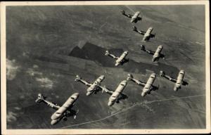 Ak Tschechische Kampfflugzeuge in der Luft, Doppeldecker