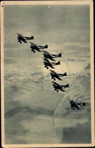 Ak Tschechische Militärflugzeuge in der Luft, Doppeldecker