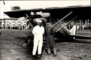 Foto Walter Hahn 4685, Französischer Kunstflugpilot Marcel Doret, Devoitine Hispano Flugzeug