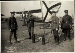 Foto Fritz Klinke, Flughafen Berlin Tempelhof, Luftpolizei, Vorbereitungen f. Flugveranstaltung 1927