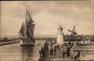 Ak Littlehampton West Sussex South East England, The Pier, Windmill, Lighthouse