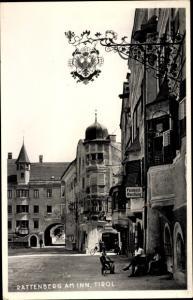Ak Rattenberg in Tirol, Straßenpartie, Feinkosthandlung