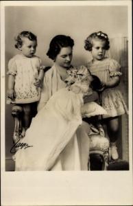 Ak Prinzessin Sibylla von Sachsen-Coburg und Gotha mit Margaretha, Birgitta und Desireé