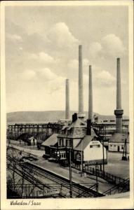 Ak Wehrden an der Saar Völklingen im Saarland, Bahnhof, Gleisseite, Fabrikgelände