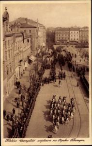Ak Kraków Krakau Polen, Straßenpartie, Reiter, Militärparade