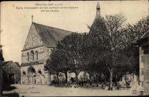 Ak Bellegarde Loiret, Église à Portail Romano-Bysantin