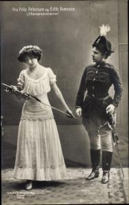 Ak Schauspielerin Fru Fritz Petersen und Edith Buemann in Efteraarsmanøvrer