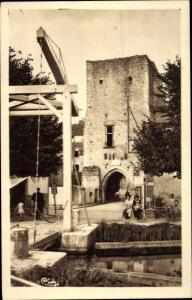 Ak Mennetou sur Cher Loir et Cher, Porte de Ville Jeanne d´Arc