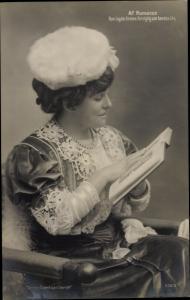 Ak Porträt einer Frau beim Lesen, Af Romanen Han lagde Armen forsigtig om hendes liv
