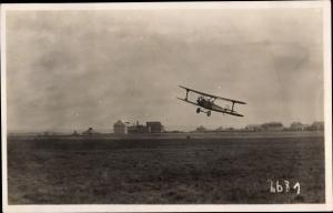 Foto Dresden Flugfeld, Kunstflugzeug D-198, Doppeldecker, Chlorodont Werbung