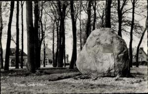 Ak Vledder Drenthe, Bungalows, Gedenksteen