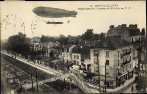 Ak Bois Colombes Hauts de Seine, Panorama de l´Avenue de Verdun, Dirigeable