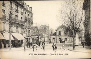Ak Les Vallées Hauts de Seine, Place de la Gare