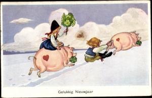 Ak Glückwunsch Neujahr, zwei Schweine, Junge und Mädchen in Tracht, Kleeblätter