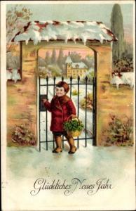 Präge Ak Glückwunsch Neujahr, Junge geht mit Korb voller Kleeblätter zu Besuch