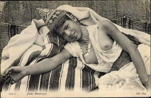 Ak Jeune Mauresque, Araberin mit entblößter Brust, Maghreb