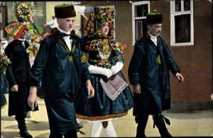 Ak Hessische Trachten, Schwälmer Brautpaar im Hochzeitszug