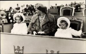Ak Prinzessin Sibylla von Schweden mit den Prinzessinnen Margaretha und Birgitta, Portrait