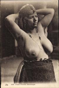 Ak Jeune Femme Mauresque, Araberin mit großem Busen, Maghreb