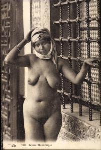 Ak Jeune Mauresque, nackte Araberin, Busen, Maghreb