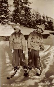 Ak Prinzessinnen Ragnhild und Astrid von Norwegen, Portrait, Ski