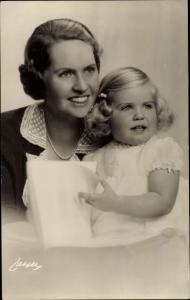 Ak Die Prinzessin Sibylla mit der kleinen Prinzessin Margaretha